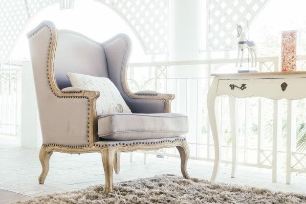 Si votre maison et votre véranda sont de style plutôt traditionnel voire victorien, un mobilier plus classique s'accordera mieux avec votre véranda