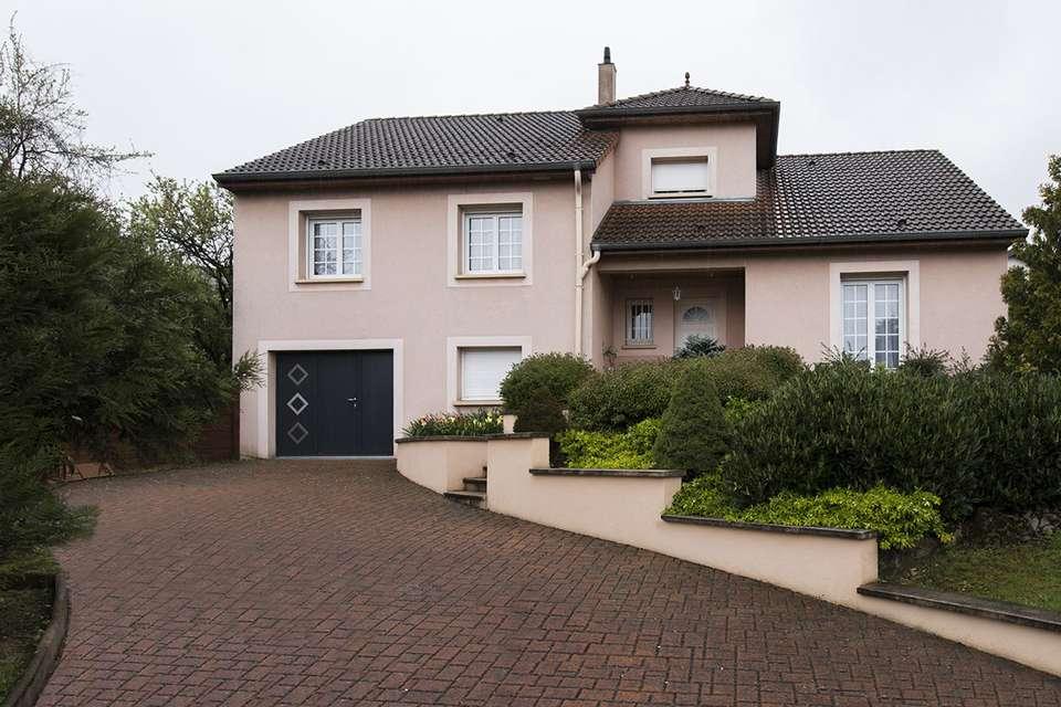 Choisir sa porte de garage selon le style de sa maison