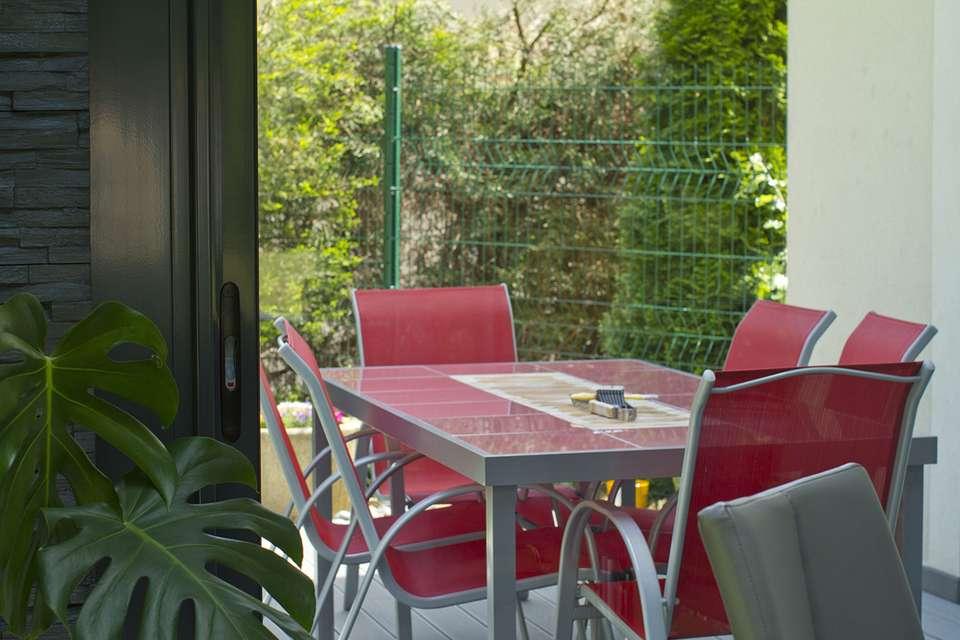 Une véranda de petite taille peut suffire pour un coin salle à manger !