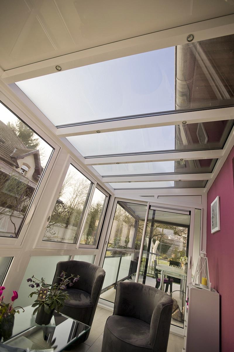 Augmenter la valeur immobilière de sa maison   Une véranda ajoute un espace de vie lumineux à la maison